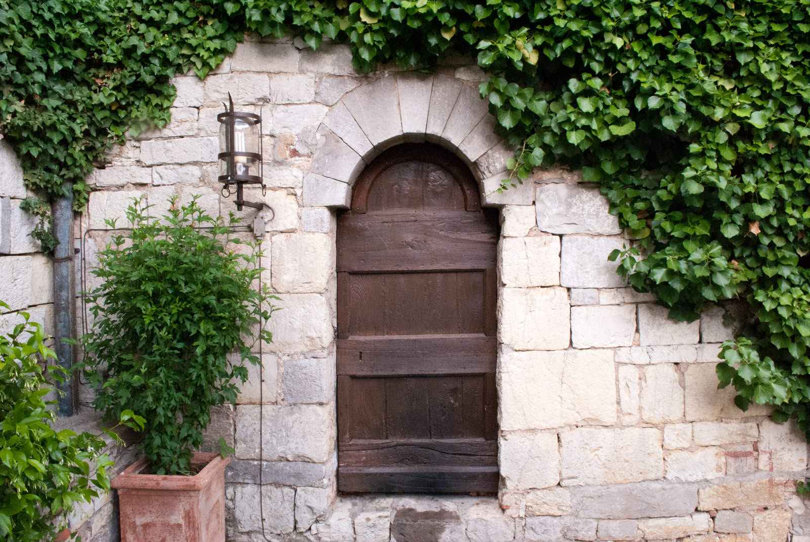 A small door in the corner of the courtyard at Castello di Spaltenna
